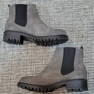 DLG   Chelsea Ankle Boots